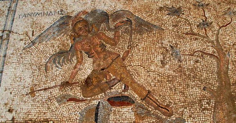 Um dos mosaicos encontrados revelam uma piada insólita