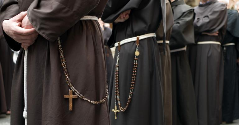 Encarcerados, os padres sofreram na prisão