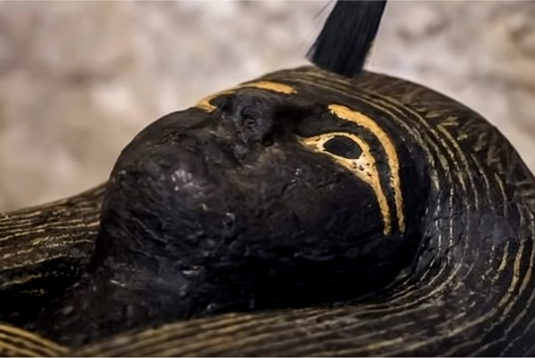 Sarcófago de 3.000 anos encontrado no Egito