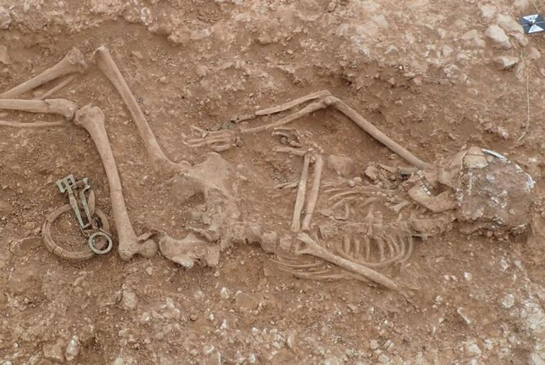 Um dos esqueletos encontrados