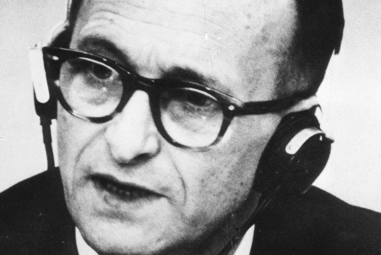 Adolf Eichmann durante o julgamento, em 1961
