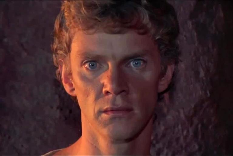 """Malcolm McDowell no filme """"Calígula"""""""