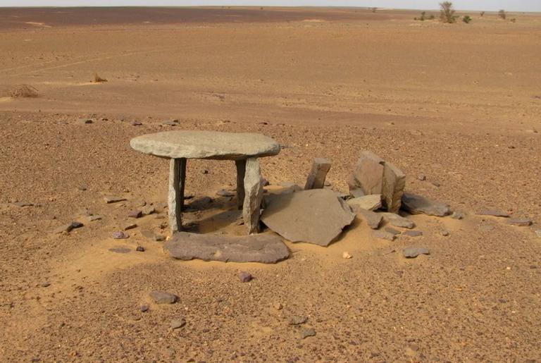 Uma das estruturas de pedra encontradas no deserto