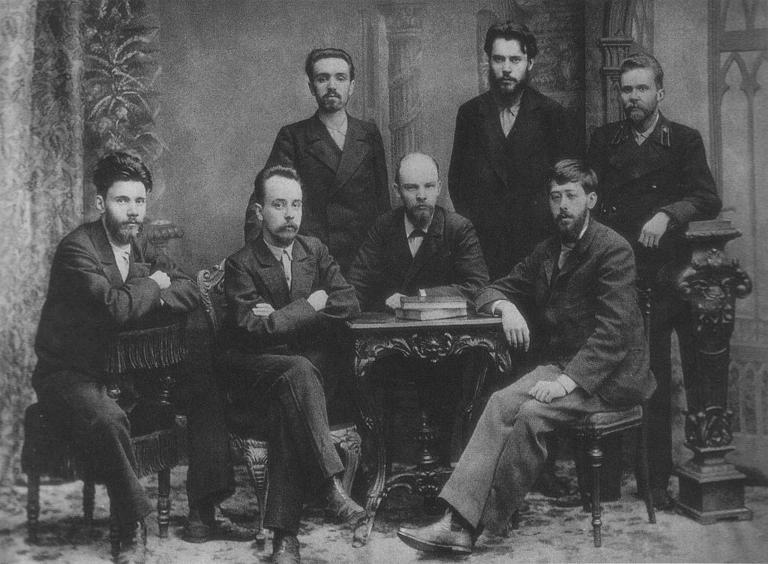 Em dezembro de 1895, Lenin aparece ao lado de seu futuro arquirrival, o chefe dos mencheviques Julius Martov / Reprodução